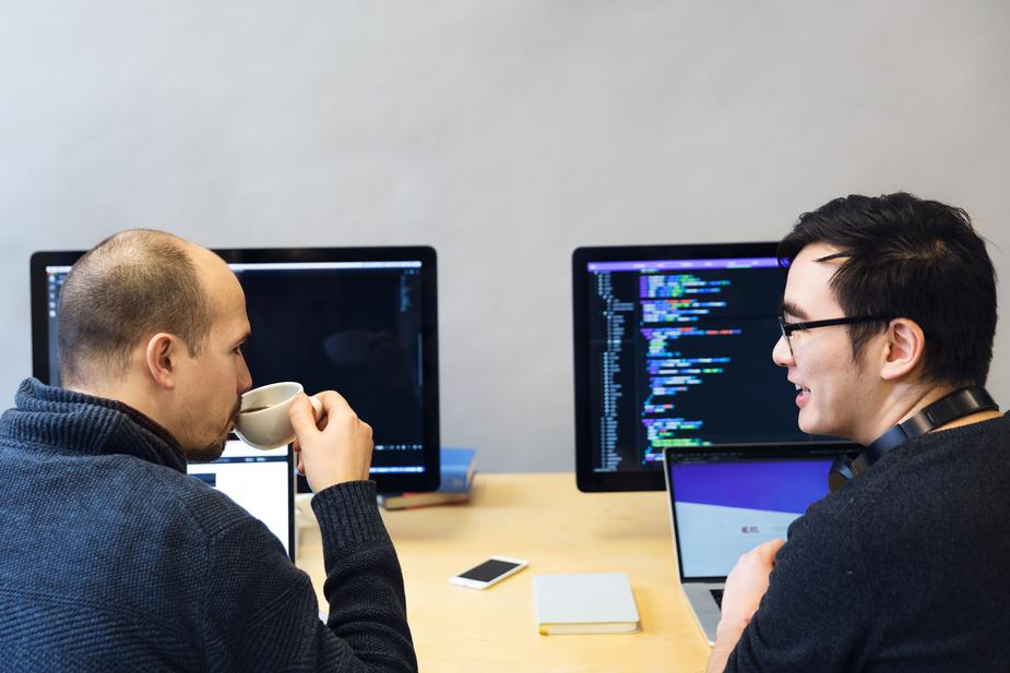 developers-discussing-javascript-code_925x